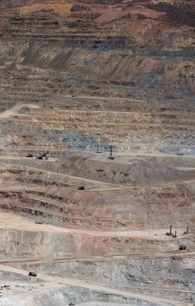 The Ray Copper Mine - Those tiny dump trucks use the tires in the photo above