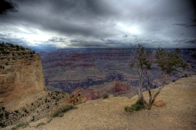 The North Rim in the distance is 10 miles away - HDR
