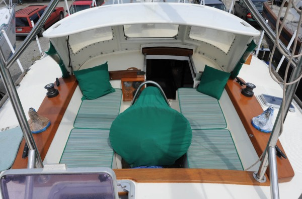 A cockpit fit for both a southern gale and cocktail hour.