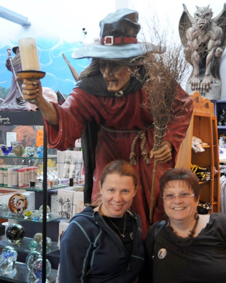 "Taryn and Kelli trying to no avail to get me a date in Salem, MA. Can you believe the witch said ""no""!?"