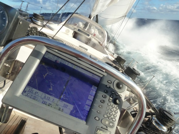 La Forza flying through seas at 9.5 knots.
