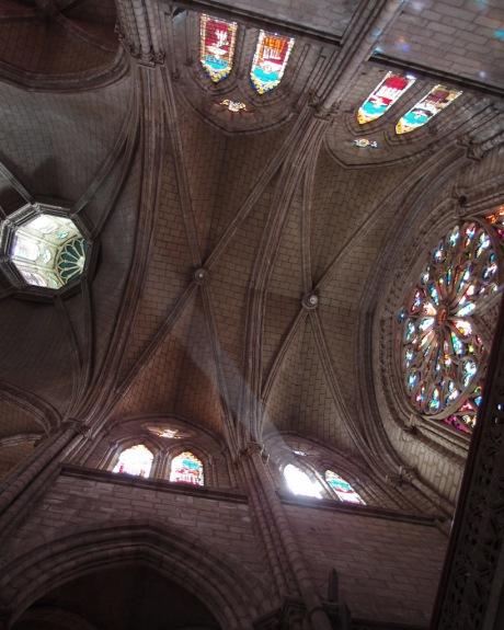 Light streams into the Basílica.