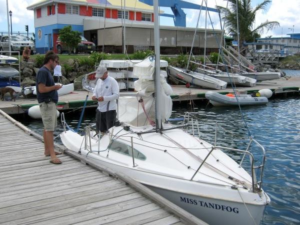 Nicolas and Ernst prepare Miss Tandfog for the regatta.