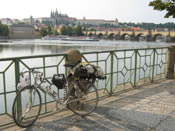 Arriving in one of my favorite cities after 1092 km (683 mi) on Punda Milia. It's good to see you in the summertime Prague!